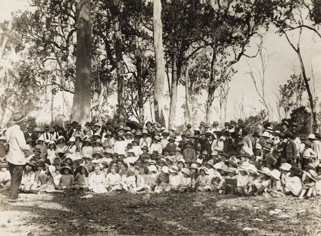 Alec Chisholm and his class, 1921. Public domain.